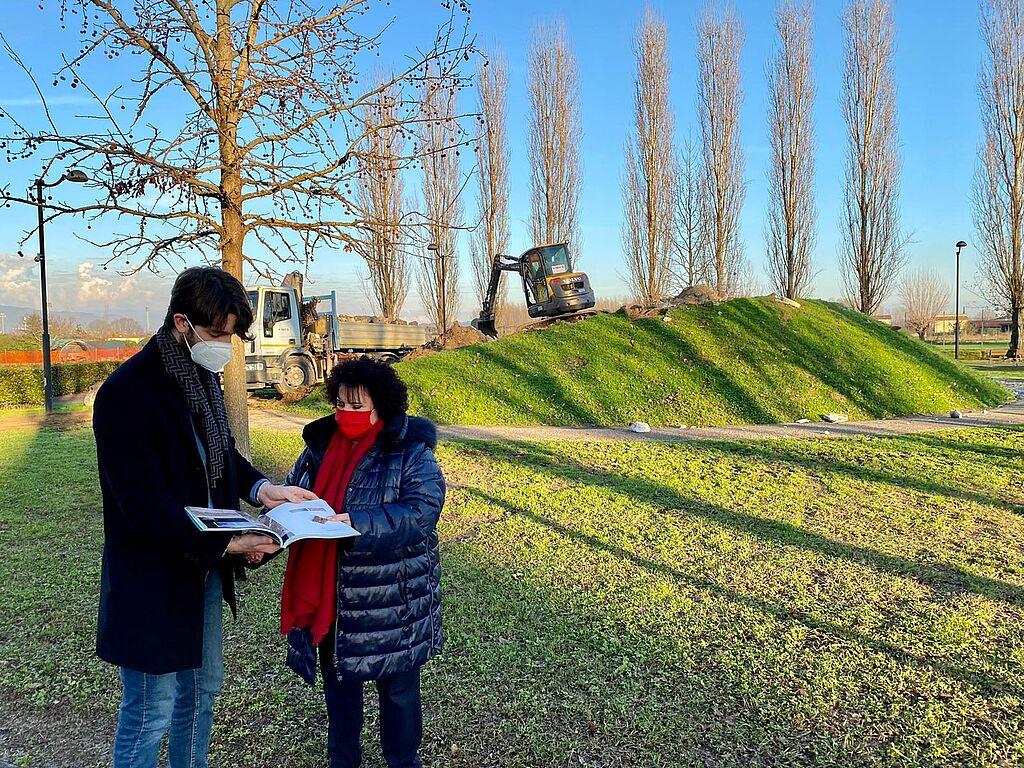 L'assessore Del Carlo e la consigliera Pisani al parco di Capannori
