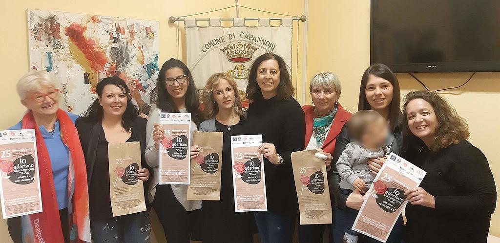 L'assessore ai diritti Serena Frediani assieme alla Commissione pari opportunità uscente e alle consigliere comunali