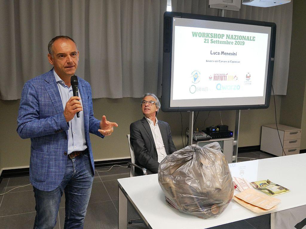 il sindaco Luca Menesini e il coordinatore del Centro Ricerca Rifiuti Zero, Rossano Ercolini, al workshop