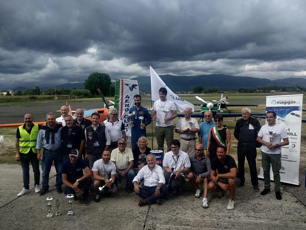 Foto di gruppo con i vincitori del Campionato