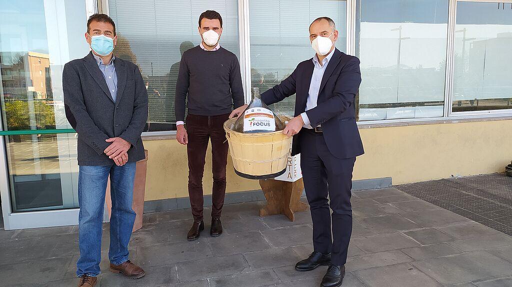 Il sindaco Luca Menesini con il professor Lorenzo Guglielminetti e l'assessore Giordano Del Chiaro