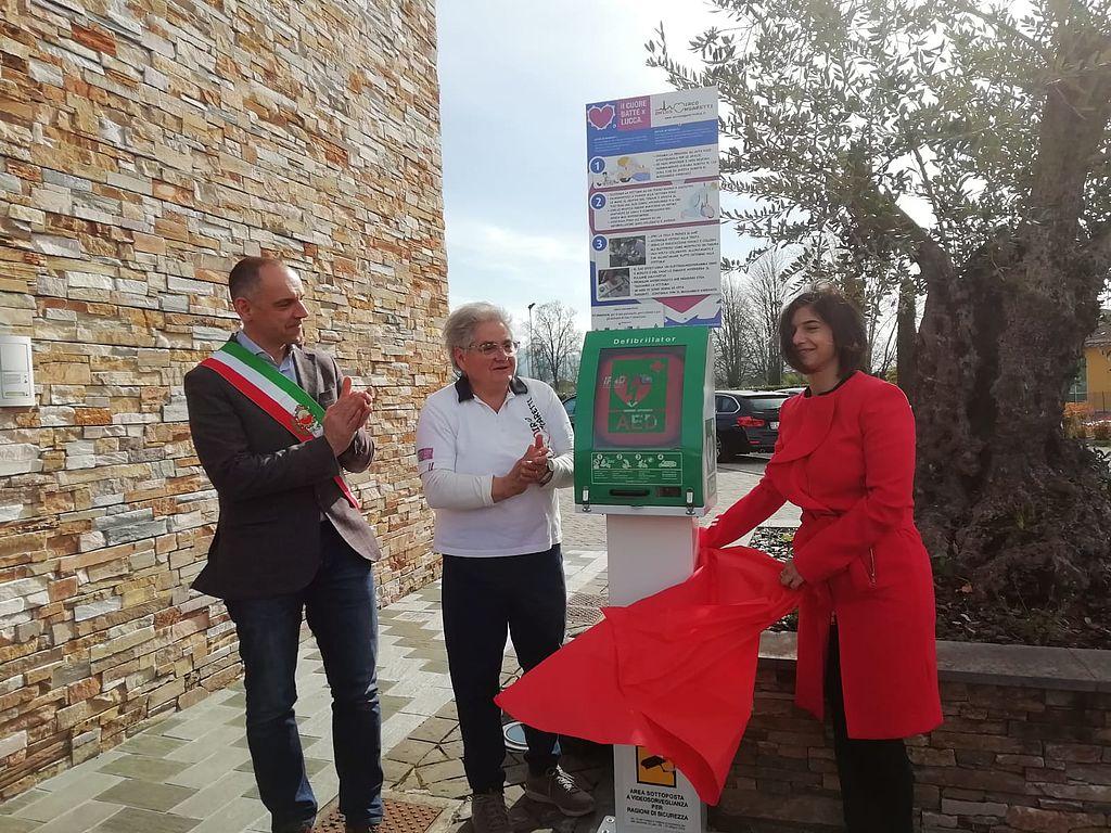 L'inaugurazione del defibrillatore